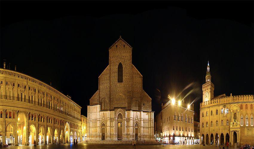 Piazza Maggiore - Grand Square of Bologna