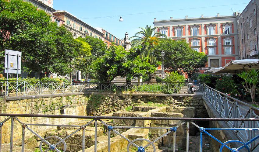 Piazza Bellini - Bellini Square